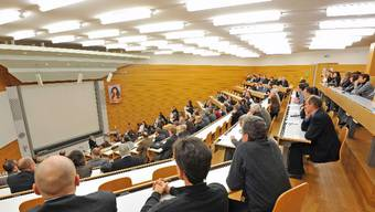 20 bis 30 Flüchtlinge erhalten dank des Pilotprojekts ab Februar kostenlosen Zugang zu den Vorlesungssälen der Uni Basel.