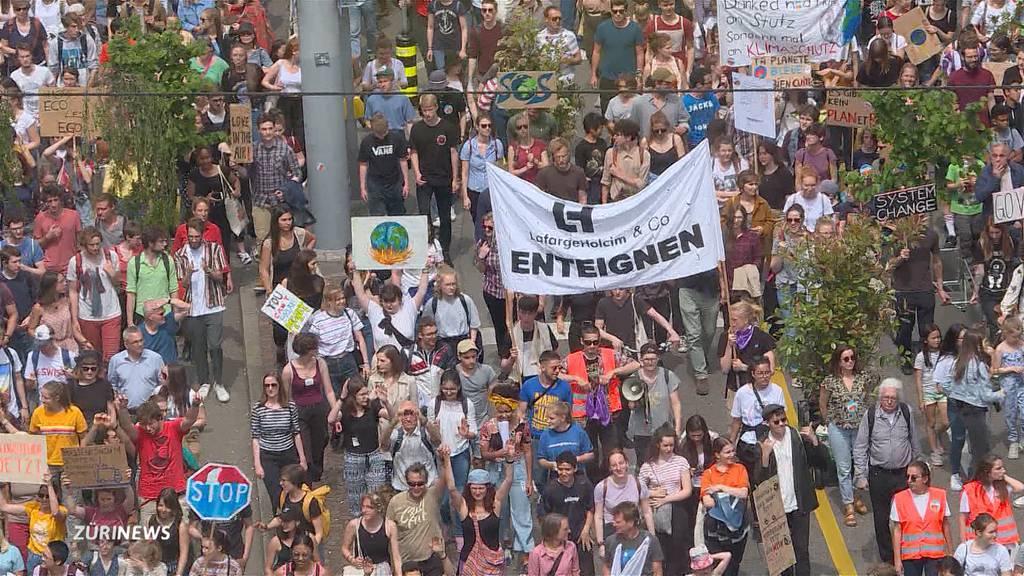 10'000 Menschen demonstrieren auf Zürcher Strassen für den Klimaschutz