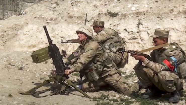 Soldaten aus Aserbaidschan eröffnen das Feuer auf armenische Truppen: In der Region Bergkarabach droht ein Krieg.