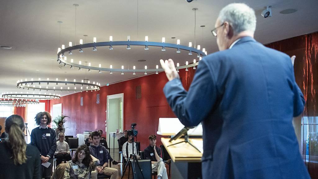 Bundespräsident Parmelin auf Tuchfühlung mit jungen Menschen