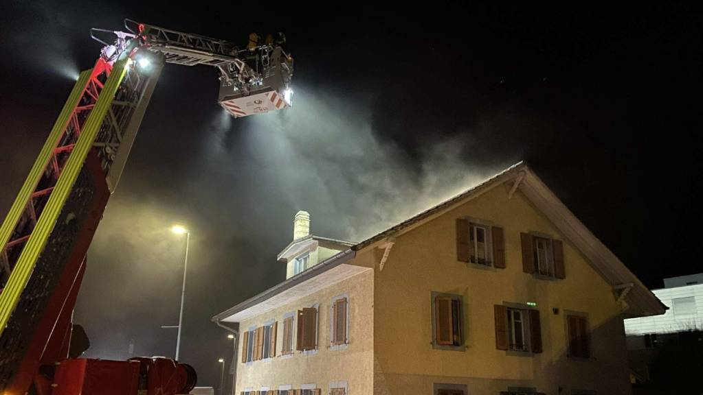 Der Brand brach in der Küche in einer der Wohnungen des Mehrfamilienhauses aus.