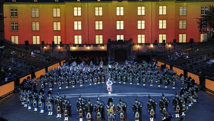Tatto Basel Kasernenareal. Massed Pipes and Drums, International.