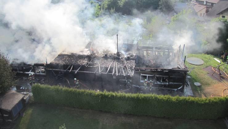 Grösstenteils nur noch Schutt und Asche sind übrig geblieben vom Kindergarten Aengerli in Möhlin, nachdem der Holzbau in den Sommerferien 2013 komplett abgebrannt ist.