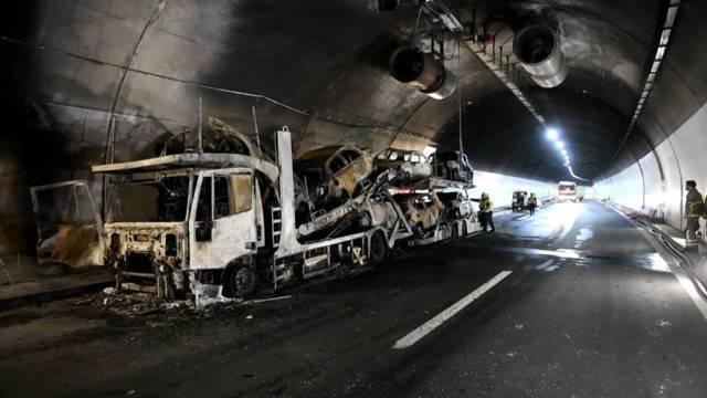 Piottino-Tunnel: Autotransporter in Flammen aufgegangen