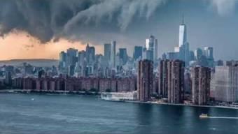 Wie aus einem Weltuntergangs-Film: Ein Sturm zieht über Manhattan, New York, hinweg.