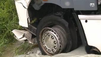Führte zu wenig Luft zum verheerenden LKW-Unfall auf der A1?