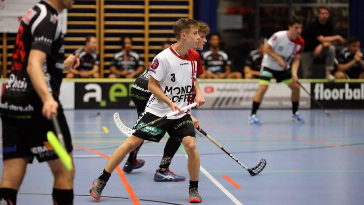 Adrian Stock (mit der Nummer 3) stiess vom Nationalliga-A-Verein Chur Unihockey zu den Limmattalern.