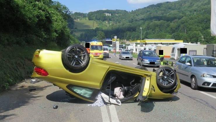 Die Insassen hatten Glück: Der Lenker kam mit dem Schrecken davon, der Beifahrer wurde nur leicht verletzt.