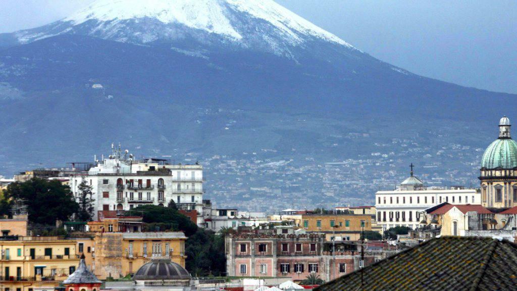 Früheres Bild des schneebedeckten Vesuvs (Archiv)