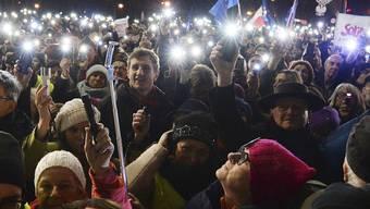 Solidarität mit suspendiertem Richter: Demonstranten in der polnischen Hauptstadt Warschau.