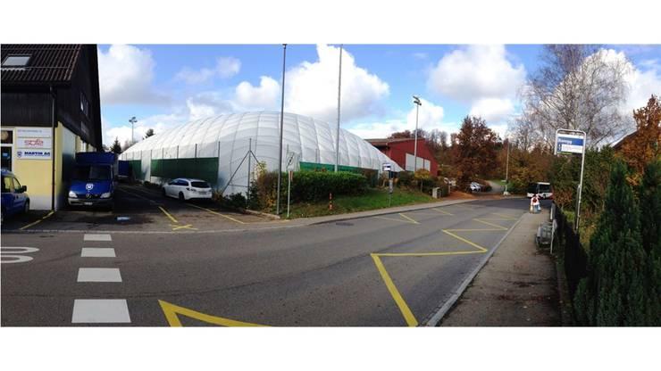 Hier, wo heute eine Ballon-Tennishalle steht, soll das Aparthotel gebaut werden.