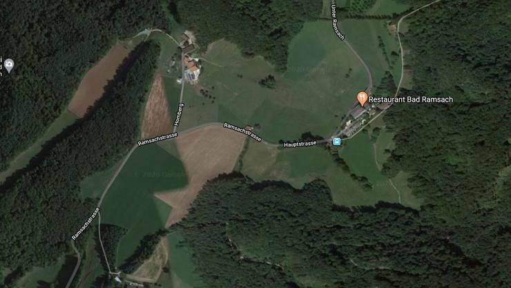 Auf der Bad Ramsachstrasse baute ein Motorradlenker einen Selbstunfall. Zwei Tage später erlag er im Spital seinen Verletzungen.