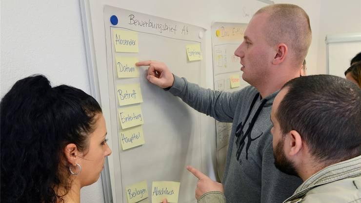 Aktivierende Unterrichtsmethoden in den Deutschkursen der Volkshochschule:Möglichst jeder und jede soll sich am Unterricht beteiligen.