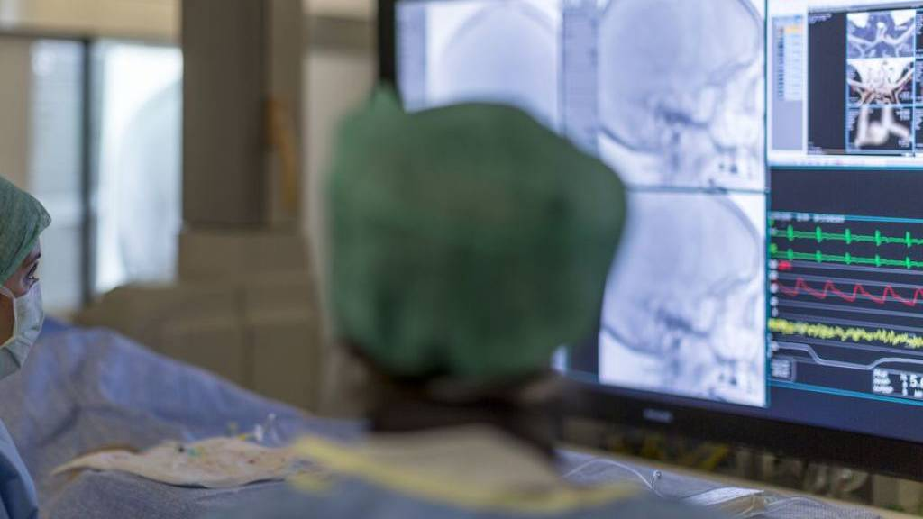 Hirn-Aneurysma: Wirkstoffimplantat erleichtert Medikation