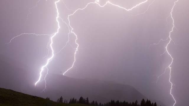 Gewitter, Regen und Hagel machten der Hitze den Garaus (Symbolbild).