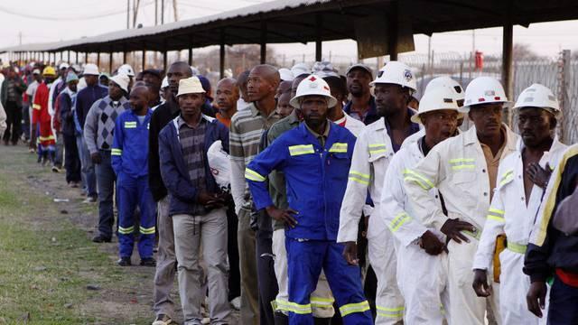 Südafrikanische Minenarbeiter streiken für mehr Lohn (Archiv)