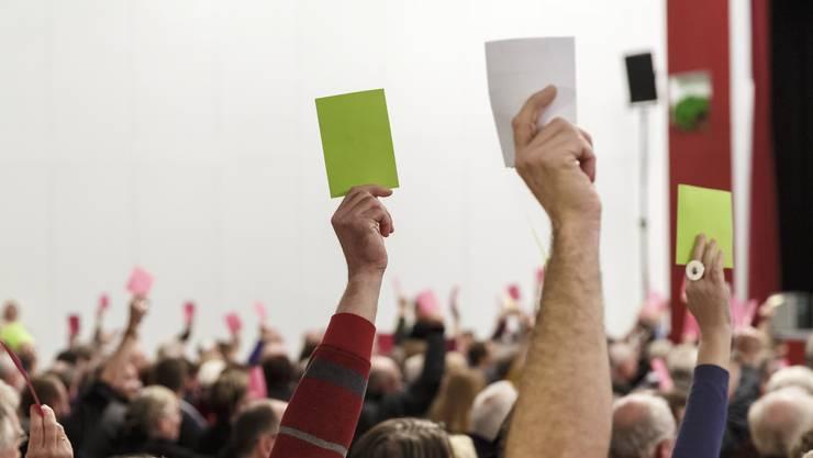 Gemeindeversammlungen und Parlamentssitzungen dürfen, im Sinne der Wahrung der politischen Rechte, durchgeführt werden. (Symbolbild/Archiv)