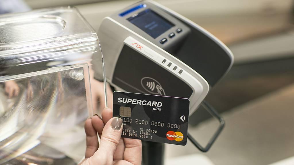 Limite für kontaktloses Bezahlen ohne Pin bleibt bei 80 Franken