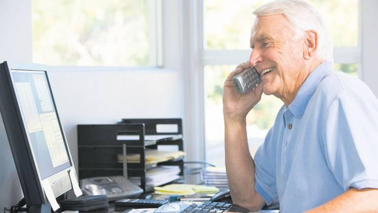 Schon heute bleibt in der Schweiz jede und jeder Sechste im Rentenalter erwerbstätig.