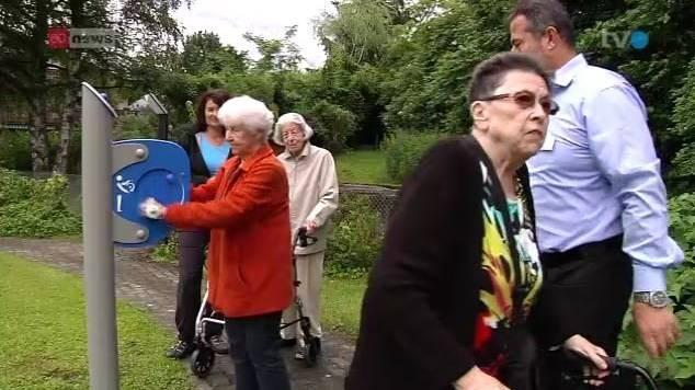Die Senioren fühlen sich durch die Fitnessübungen besser.