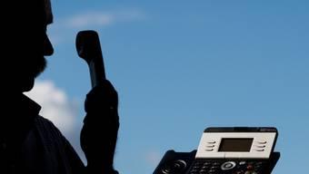 Für Menschen ohne Online-Zugriff besteht nun eine Telefon-Hotline. (Symbolbild)