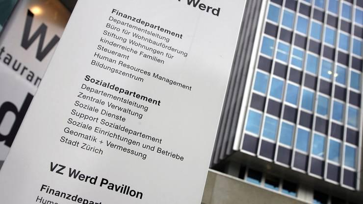 Wer in der Stadt Zürich künftig Sozialhilfe will, muss ein vierwöchiges Beschäftigungsprogramm absolvieren.
