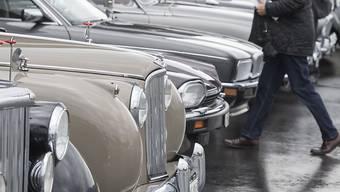 Rund 170 nationale und internationale Aussteller zeigen ihre Oldtimer Autos anlässlich der Swiss Classic World in der Messe in Luzern.