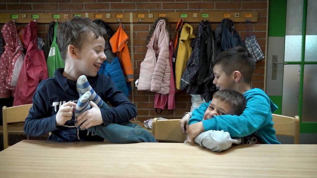 Es ist ganz einfach: Kindergärtler erklären, wie man Freunde findet