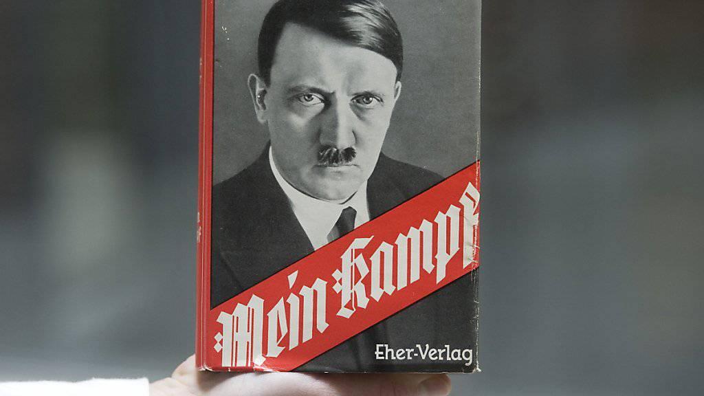 Eine Werbeaktion der Berlusconi-Zeitung «Il Giornale» sorgt in Italien für Empörung: Käufer der Zeitung erhielten am Samstag ein Exemplar von Hitlers «Mein Kampf» geschenkt.