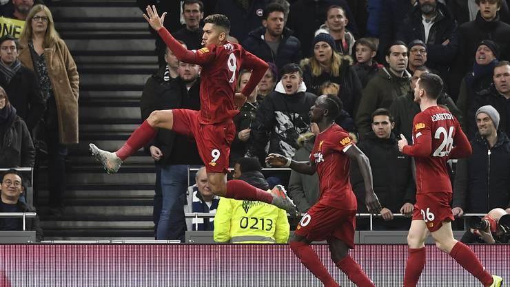 Roberto Firmino jubelt über sein Siegtor. Liverpool ist seit mehr als einem Jahr ohne Niederlage