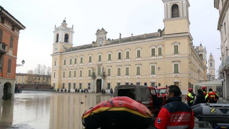 In Italien macht eine Schlechtwetterfront den Menschen zu schaffen.