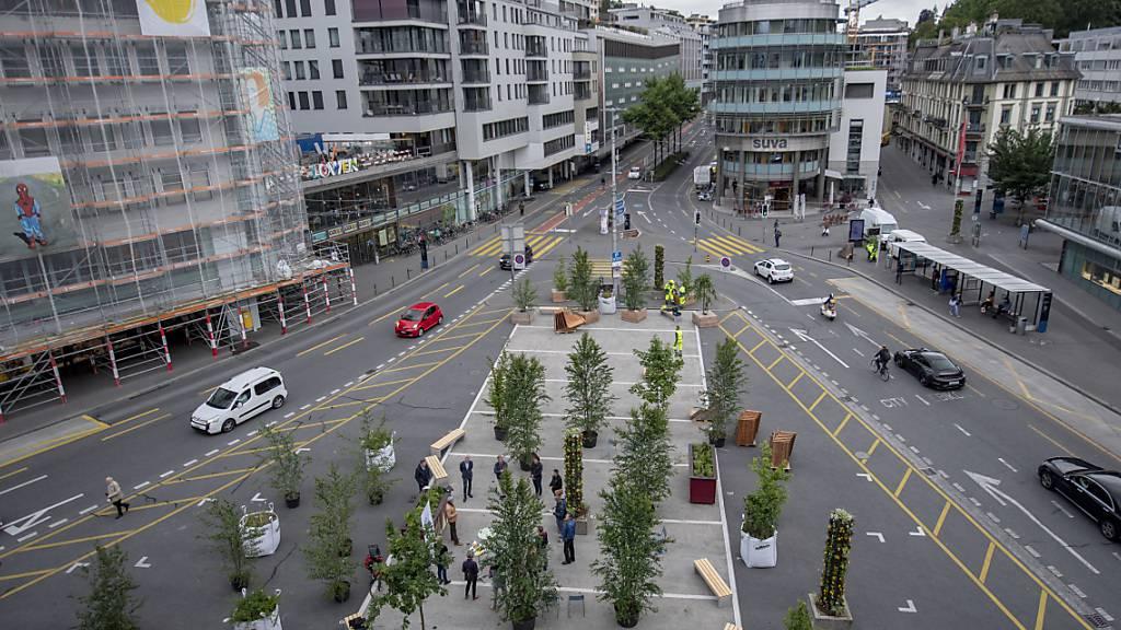 In der Stadt Luzern wurde nicht nur der Carparkplatz beim Löwenplatz während der Corona-Krise zur Grünzone, auch Restaurants konnten mehr öffentlichen Grund nutzen. (Archivbild)