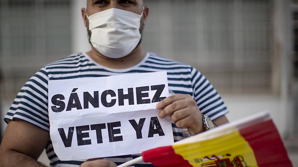Spanien lässt Touristen erst im Juli ins Land - Demonstrationen