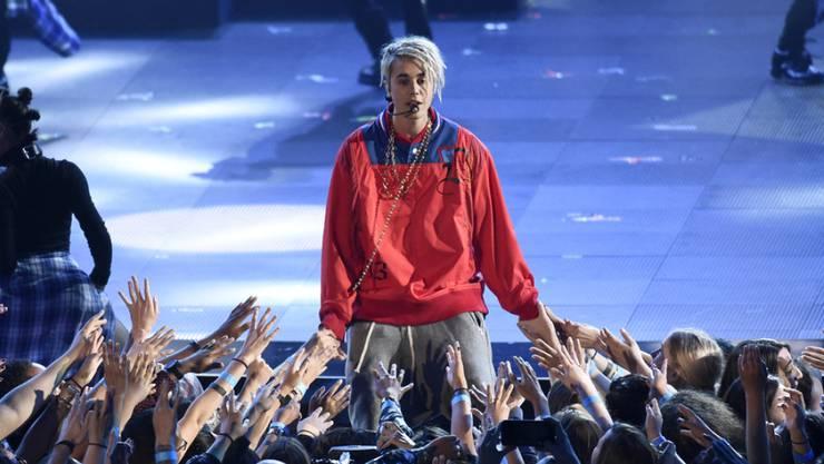 Das war einmal: Der kanadische Sänger Justin Bieber hat sich von seinen blonden Haaren getrennt. (Archivbild)