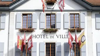 Am Stadthaus von Moutier hing auch am Donnerstag keine bernische, aber eine jurassische Fahne.