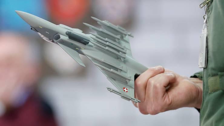 Die Schweiz wird zwar neue Kampfjets kaufen, die Entscheidung war alles andere als klar. (Symbolbild)