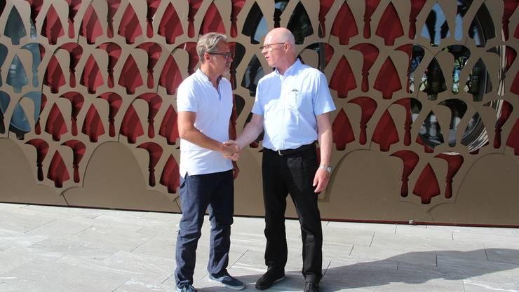 Konkurrenten im Wahlkampf, Arbeitskollegen im Gemeinderat: Marcel Balmer (links) gratuliert Simon Wirth zur Wahl. Flo