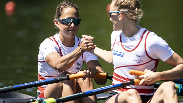 Patricia Merz (links) und Frédérique Rol gewinnen im Leichtgewichts-Doppelzweier EM-Bronze