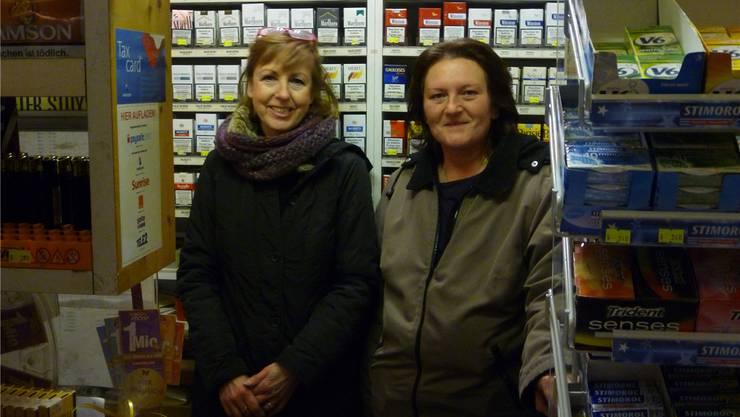 Edith Manta (l.) übergibt den etablierten Kiosk an Edith Schnider.