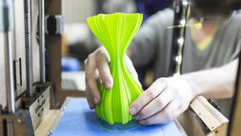 3-D-Druckversuch im FabLab der Hochschule Luzern: Additive Fertigungsverfahren sind mehr als ein Spielzeug – zumindest für die Industrie.