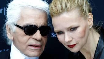 Karl Lagerfeld und Veronica Ferres: Lagerfeld möchte gerne Nacktfotos von ihr machen (Archiv)