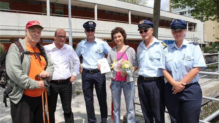 Das Team der MS Berna und BSG-Geschäftsführer Thomas Erne begrüssen Mireille Jenny als 125000. Passagier im Jubiläumsjahr.