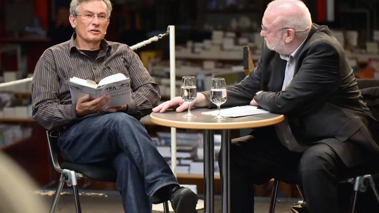 Autor Charles Lewinsky (l.) im Gespräch mit Journalist Manfred Papst.