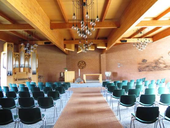 Der Innenraum der Kirche, die einen achteckigen Grundriss hat