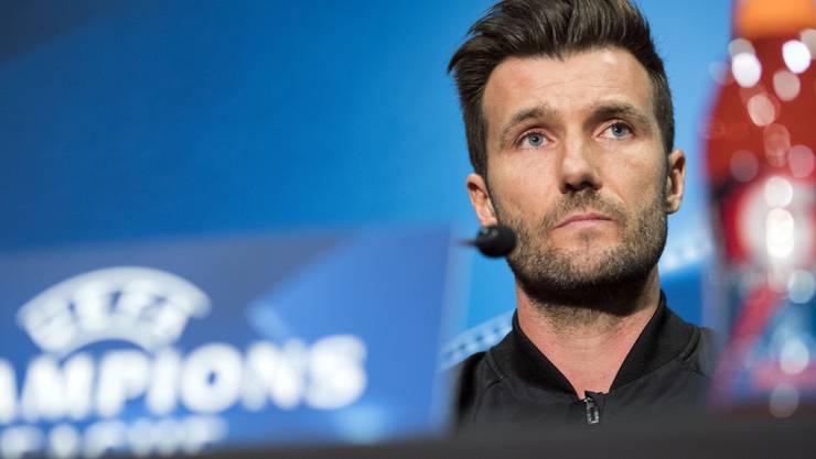 Er feiert sein Debüt in der Champions League gleich mit dem Kracher gegen Manchester United: FCB-Trainer Raphael Wicky.