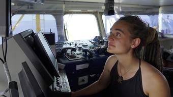 Ein italienischer Ermittlungsrichter hat den Hausarrest gegen die Sea-Watch-Kapitänin Carola Rackete aufgehoben. (Bild vom 26. Juni)