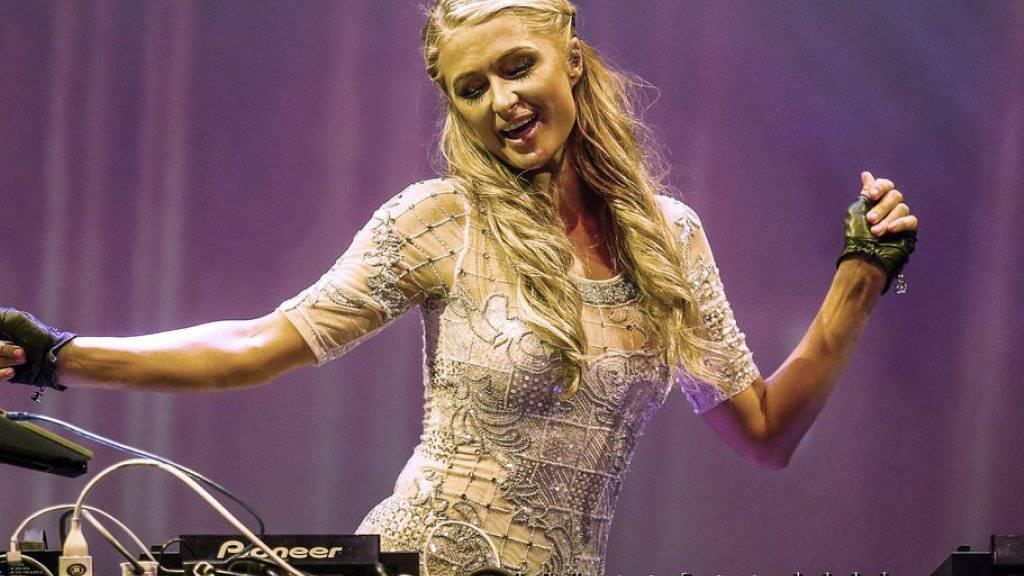 Paris Hilton tanzt vor Glück: Sie hat einen Schatz in Schindellegi und Erfolg als DJ auf Ibiza (Archiv)