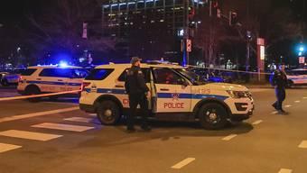 Bei Schussabgaben sind in Chicago vier Menschen ums Leben gekommen.