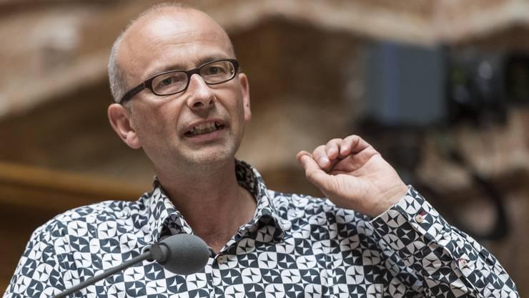 Für Destinationen, die innert acht Stunden per Bahn erreichbar sind, soll ein Zug-Obligatorium gelten, fordert Grünen-Nationalrat Michael Töngi.