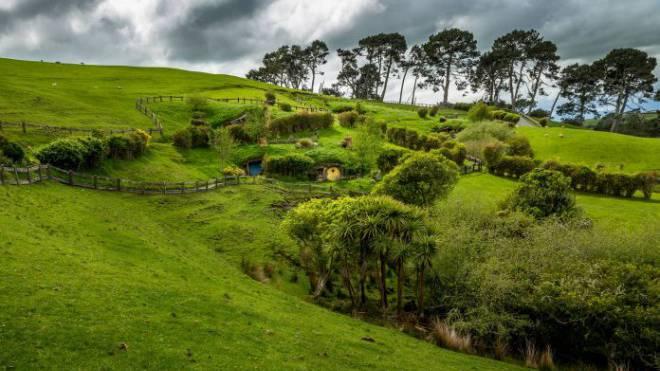 Hobbiton-Filmset in Neuseeland: Auch 15 Jahre nach dem ersten Herr-der-Ringe-Film reisen Touristen aus der ganzen Welt nach «Mittelerde». Foto: imago